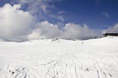 Cuesta del esquí y del snowboard Imagenes de archivo