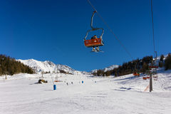 Cuesta del esquí en Pila, Aosta, Italia Fotos de archivo libres de regalías