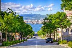 Cuesta hacia el mar en Hakodate imagen de archivo