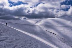 Cuesta Nevado en el centro del esquí de 3-5 Pigadia, Naoussa, Grecia Foto de archivo libre de regalías