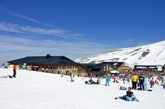 Cuestas del esquí de la estación de esquí de Prodollano en España Imágenes de archivo libres de regalías