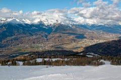 Cuestas del esquí de Nendaz y el valle de RhÃ'ne en Suiza fotografía de archivo libre de regalías