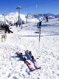 Cuestas del esquí en Bansko, Bulgaria Foto de archivo libre de regalías