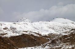 Cuestas del esquí en poco año de la nieve Imagen de archivo libre de regalías