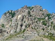 Cuestas rocosas del pico de montaña del sur de Demerdgy, Crimea imagen de archivo libre de regalías