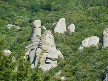 Cuestas rocosas del pico de montaña del sur de Demerdgy, Crimea imagen de archivo