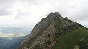 Cuestas y picos de montañas Imágenes de archivo libres de regalías