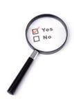 Cuestionario y lupa Imagen de archivo libre de regalías