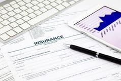 Cuestionario y tableta del seguro Imágenes de archivo libres de regalías