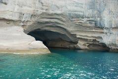 Cueva cerca de la playa Imágenes de archivo libres de regalías