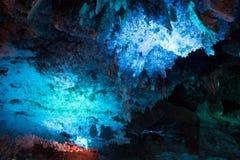 Cueva con la azotea azul fotografía de archivo