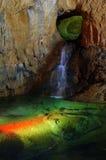Cueva con la charca del arco iris Foto de archivo