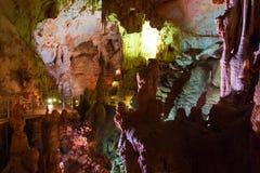 Cueva de Emine-bair-hosar (mamut), Crimea, Reino Unido fotos de archivo