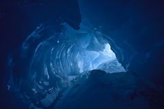 Cueva de hielo azul imágenes de archivo libres de regalías