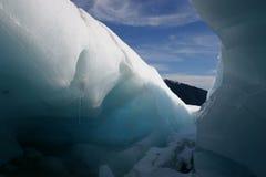 Cueva de hielo del glaciar del Fox imagenes de archivo