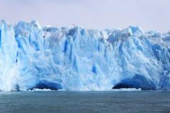Cueva de hielo en el glaciar Imagen de archivo libre de regalías