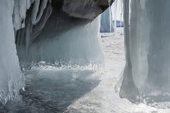 Cueva de hielo en el lago Baikal imagen de archivo libre de regalías