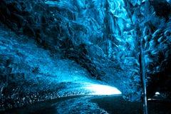 Cueva de hielo en Islandia Imágenes de archivo libres de regalías