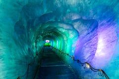 Cueva de hielo en Mer De Glacer Glaciar-Chamonix, Francia Foto de archivo