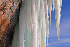 Cueva de hielo magnífica de la isla imagenes de archivo