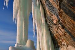 Cueva de hielo magnífica de la isla de la salida del sol Imagenes de archivo