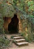Cueva de la bruja en Monasterio De Piedra Park, España Foto de archivo