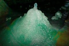 Cueva de la montaña imagenes de archivo