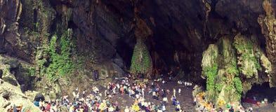 Cueva de la pagoda del perfume en Vietnam Fotografía de archivo
