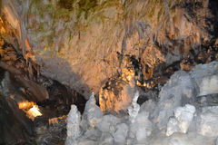 Cueva de la piedra caliza en postojna Imágenes de archivo libres de regalías