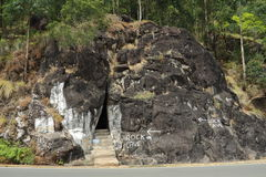 Cueva de la roca en Munnar, Kerala, la India Fotografía de archivo libre de regalías