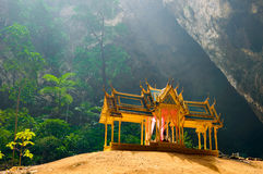 Cueva de Phraya Nakhon Khao Sam Roi Yot National Park en Tailandia foto de archivo