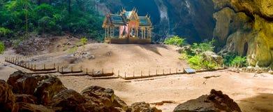 Cueva de Phraya Nakhon Khao Sam Roi Yot National Park en Tailandia Imagen de archivo