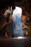 Cueva del cielo con Buddha imagenes de archivo