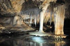 Cueva del lago: Formación suspendida de la tabla Foto de archivo libre de regalías
