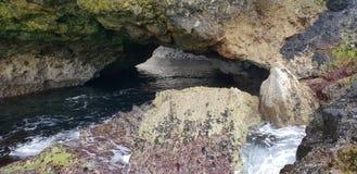 Cueva del mar imagenes de archivo