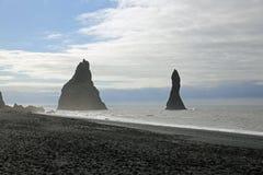 Cueva del mar de Halsanefshellir en la playa de Reynisfjara Imágenes de archivo libres de regalías