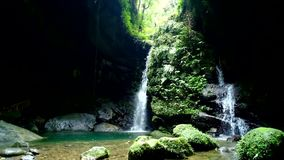 Cueva del palo de Sanmin en el distrito de Fuxing, Taoyuan, Taiwán metrajes