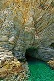 Cueva del sello en la isla de Atokos Foto de archivo libre de regalías