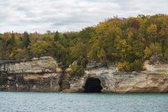 Cueva del superior de lago Foto de archivo