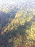 Cueva en el océano Fotos de archivo libres de regalías