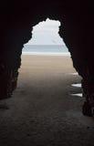 Cueva en la playa de las catedrales imágenes de archivo libres de regalías