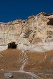 Cueva en la roca vieja Fotos de archivo