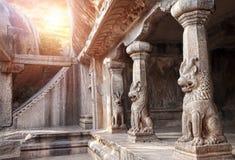 Cueva en Mamallapuram imagen de archivo libre de regalías