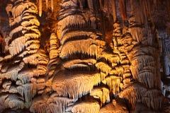 Cueva hermosa de la estalactita Fotos de archivo