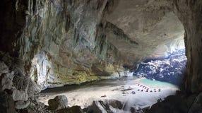 Cueva interior de Hang En, la 3ro cueva más grande de los world's Imagen de archivo