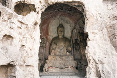 Cueva media de Binyang con las figuras talladas en Longmen Fotografía de archivo