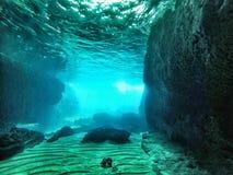 Cueva subacuática con el lightfall Imagen de archivo