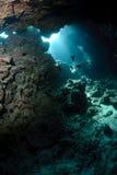 Cueva subacuática y luz del sol Imágenes de archivo libres de regalías