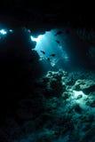 Cueva subacuática y luz del sol Imagen de archivo