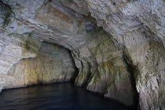 Cuevas azules cerca de Paxos y de Antipaxos Foto de archivo